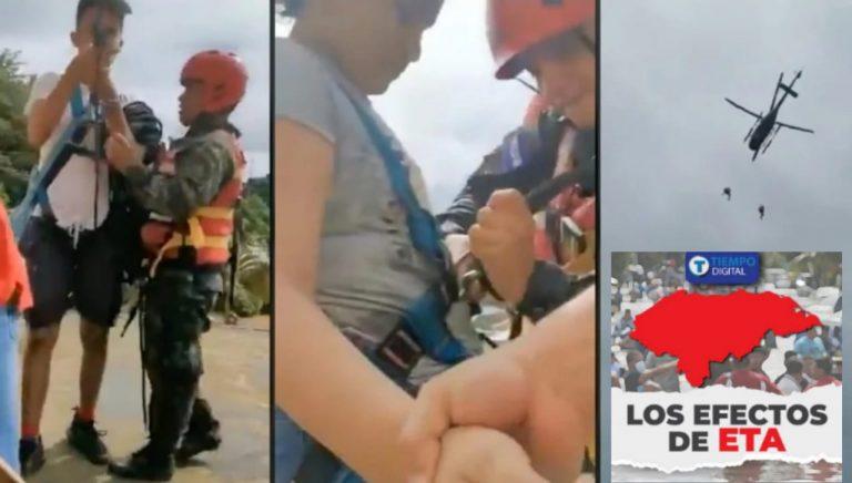 VÍDEO | Así rescataron en helicóptero a dos jóvenes que seguían varados en techos