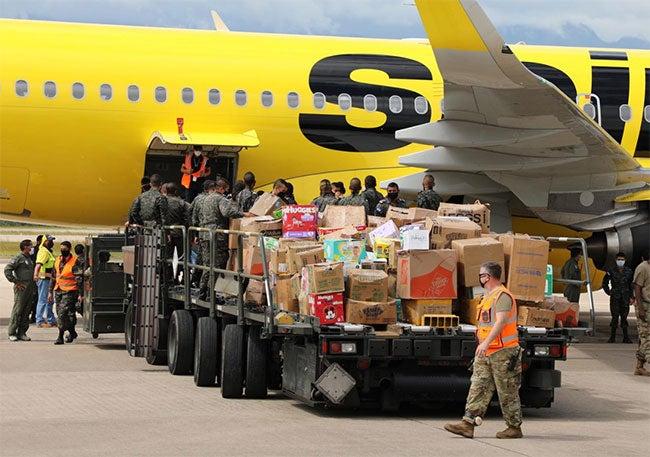 En vuelo de Miami llegan a Honduras 18 mil libras de ayuda humanitaria
