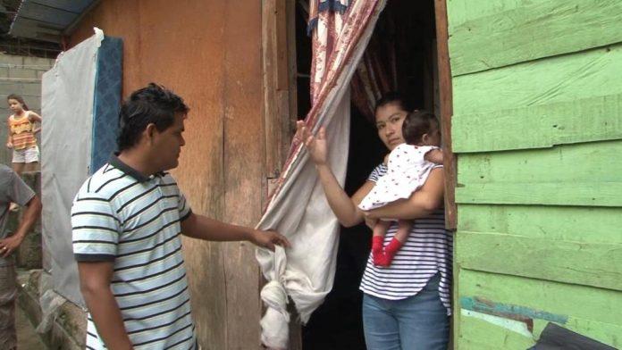 Pareja alberga familias damnificadas