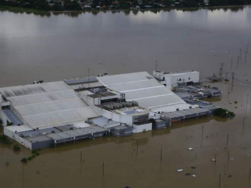 Con el paso de Eta, el aeropuerto Ramón Villeda Morales quedó cubierto por el agua.