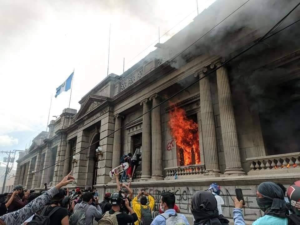 Guatemala Congreso incendiado