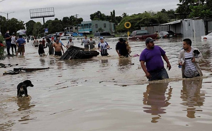 """Paradójico: Por Eta, 87 familias de la colonia Vida Mejor pasan su """"Peor Vida"""""""