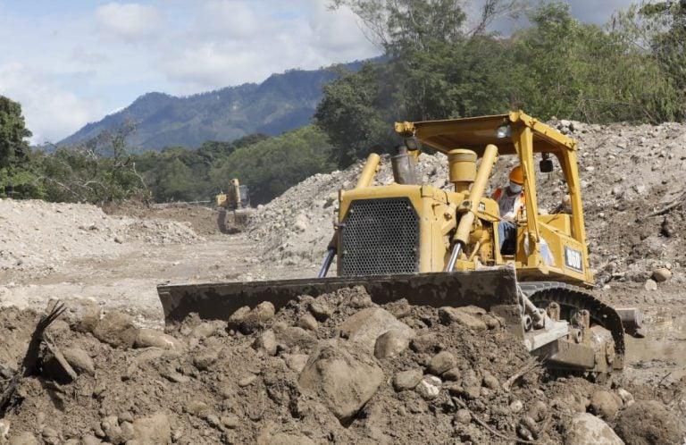 Gobierno destina más de L400 millones para reparar accesos a zonas cafetaleras