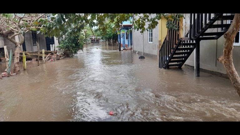 VÍDEOS| En segundos, río Chamelecón inunda comunidad en Puerto Cortés