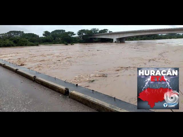 """""""Es como el Mitch"""", dicen residentes en Yoro: río Humuya los deja bajo el agua"""