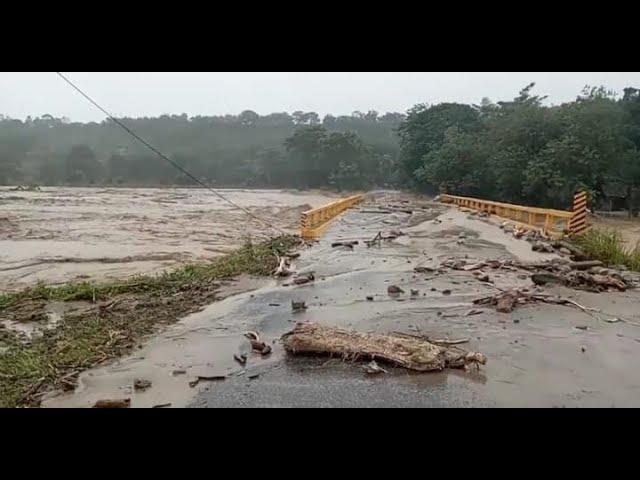 VĺDEO | Río Aruco se lleva puente y deja incomunicado a Corquín, Copán