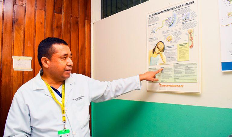 Médicos se enlutan en fin de año: muere el psiquiatra Bismarck Espinoza