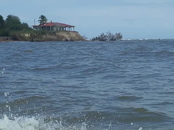 Agua reclama tierra firme en Santa Rosa de Aguán; ambientalista explica
