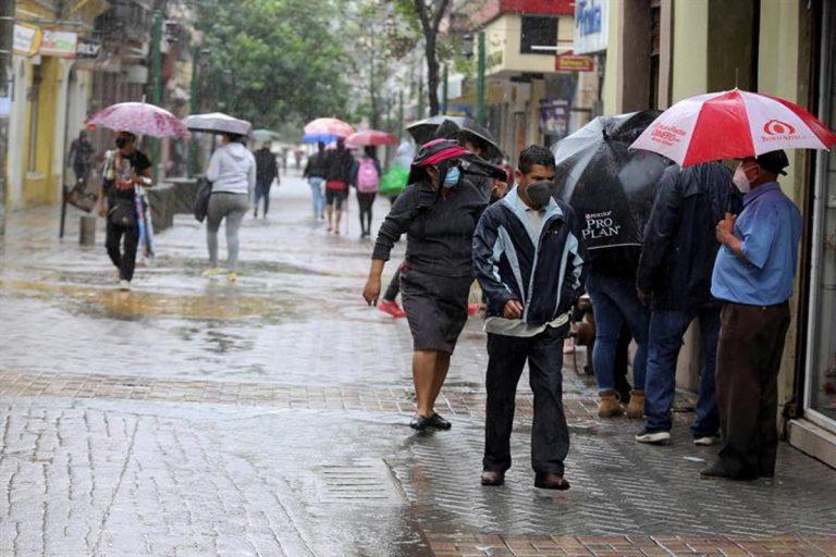 Desplazamiento de frente frío dejará temperaturas bajas y lluvias en la zona norte