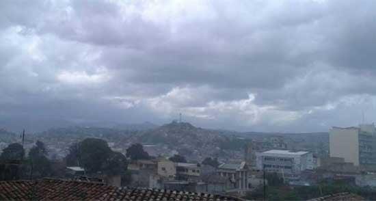 CLIMA DE ESTA TARDE: Precipitaciones de leves a moderadas en el norte de Honduras
