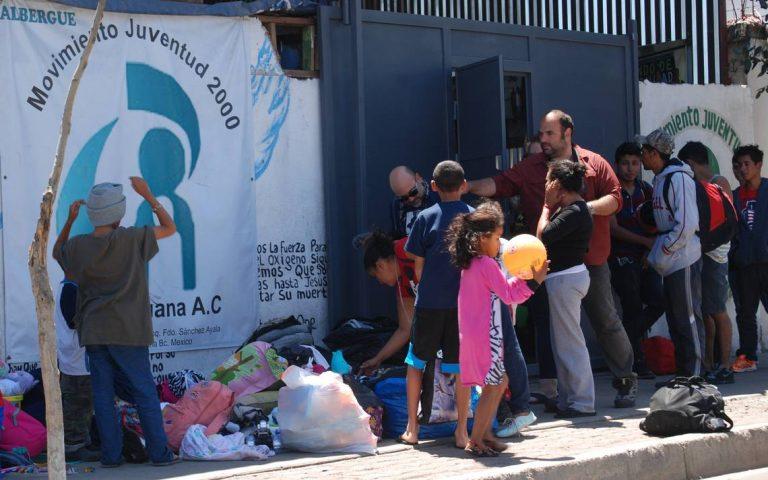 La Navidad de los migrantes: entre desconocidos y en una tienda de campaña