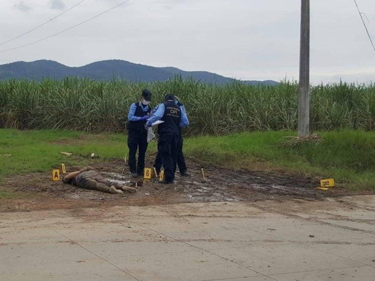 Maniatados y con signos de tortura: hallan dos cuerpos en cañeras de San Manuel