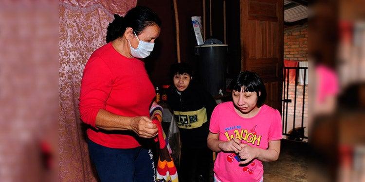 TGU: doña Luz y sus dos hijas con microcefalia claman por ayuda; están a la deriva