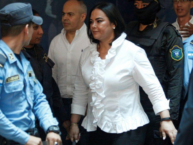 """Ratifican jueces que decidirán futuro de """"Rosita"""" y su exsecretario"""