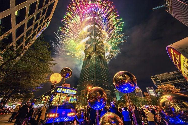VÍDEO| ¡Taiwán 2021! Fuegos artificiales, efectos 3D y homenaje a los médicos