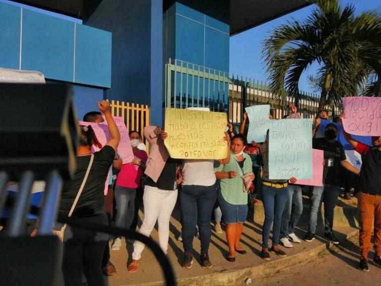 """""""Queremos nuestra liquidación al 100 %"""", empleados de maquila protestan en Choloma"""