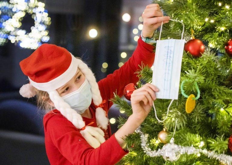 Festejos entre soledad y miedo: así se pinta una Navidad inédita en el mundo