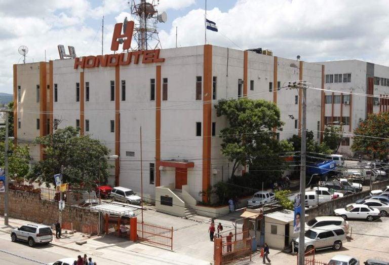 "Sindicato anuncia ""avalancha"" de retiros ante inminente quiebra en Hondutel"