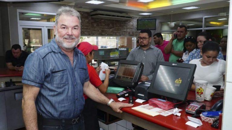 Roberto Contreras motiva a jóvenes estudiantes a emprender en tiempos de crisis