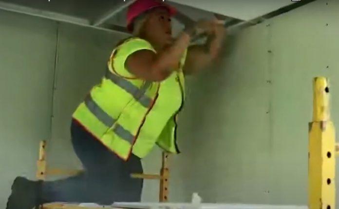 Hondureña triunfa en construcción