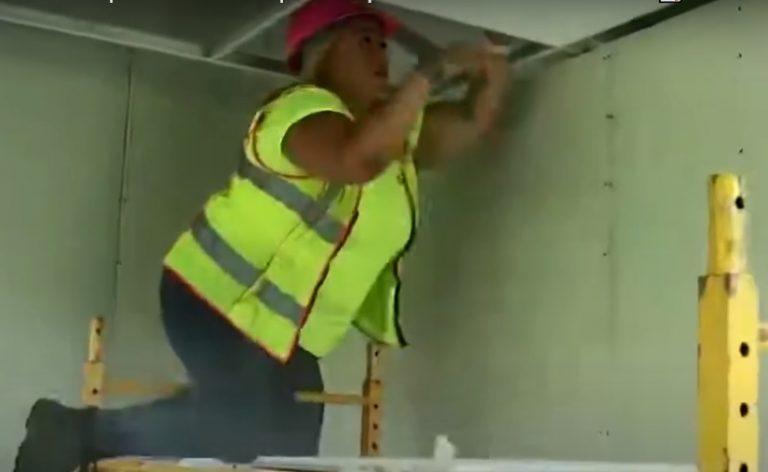 """""""Si yo de mujer pude, usted también"""": hondureña en EEUU triunfa en la construcción"""
