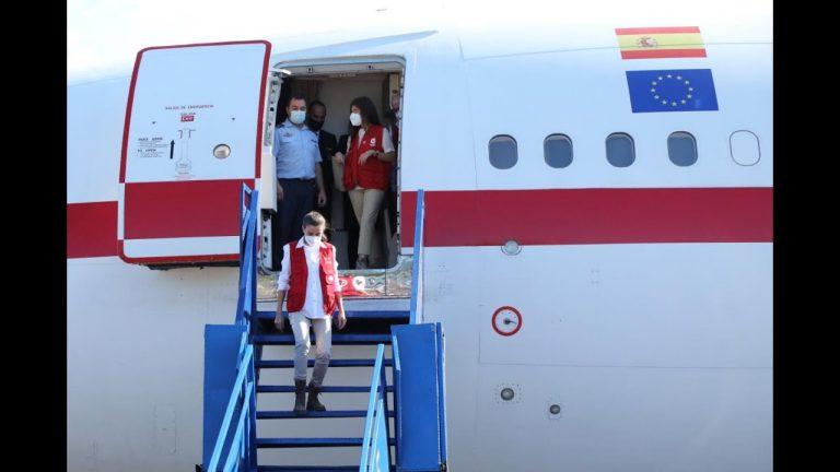 Con atuendo sencillo, la reina Letizia llega a Honduras y se dirige al Valle de Sula