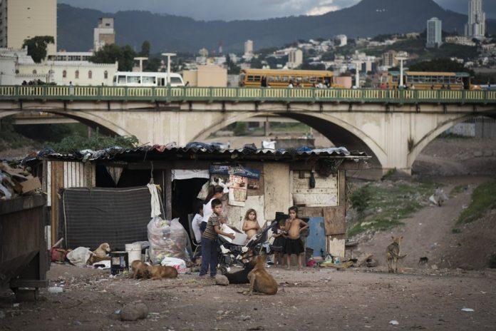 hondureños en pobreza