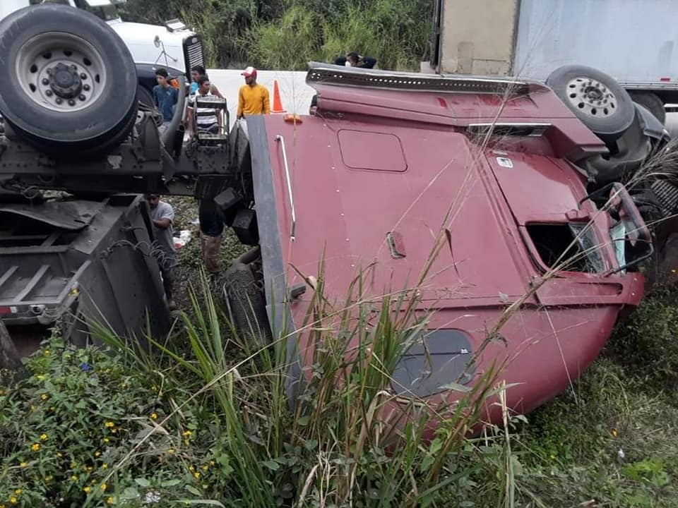 Rastra se accidenta en carretera CA-4