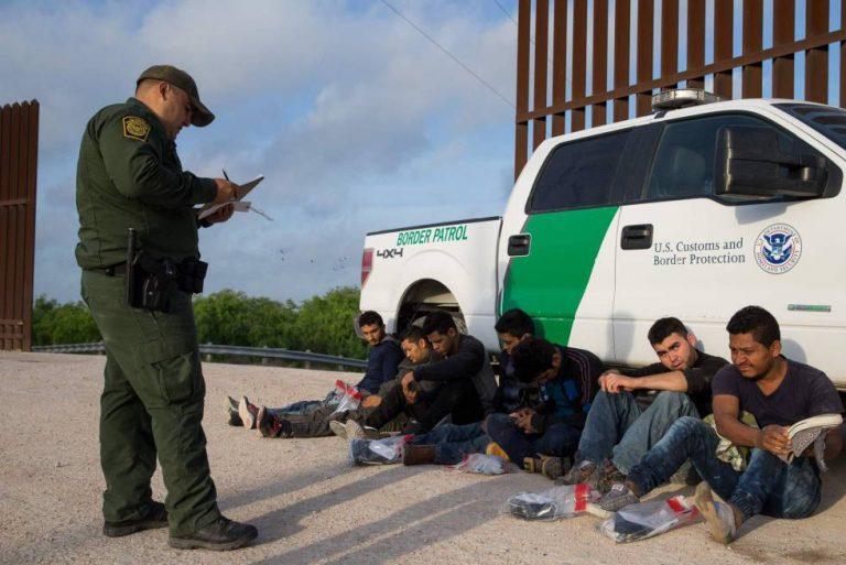 EEUU: juez bloquea temporalmente la suspensión de deportaciones exigida por Biden