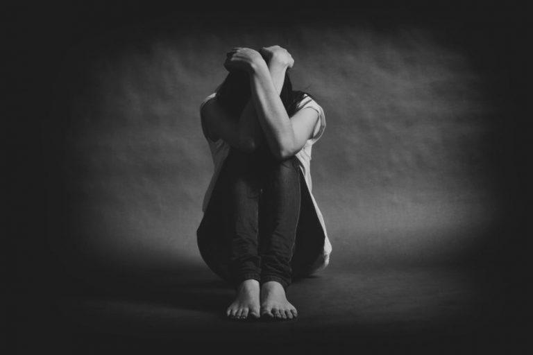 Un hondureño al día intenta suicidarse; mujeres son las más propensas