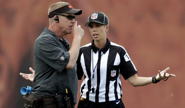 Sarah Thomas, primera mujer que oficiará en un Super Bowl