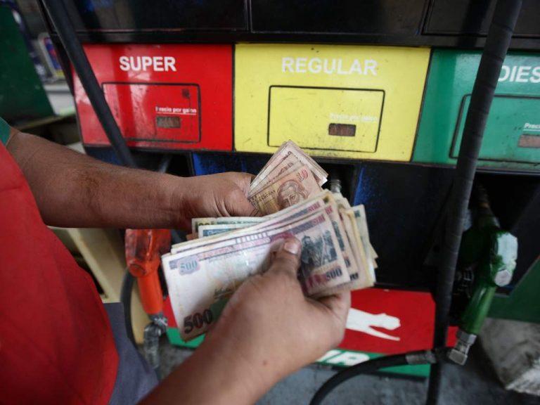¡Continúan los trancazos! Próximo lunes aumentan los precios de los combustibles