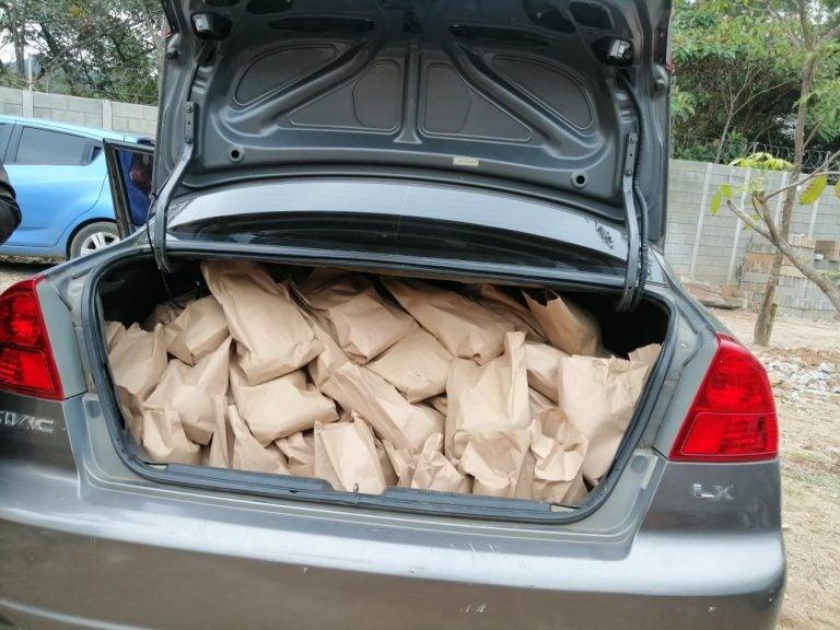 Casa del Migrante de Esquipulas lleva alimentos a hondureños que van en caravana