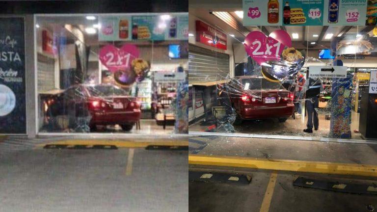 Automóvil se estrella contra gasolinera a la altura de la colonia Tepeyac