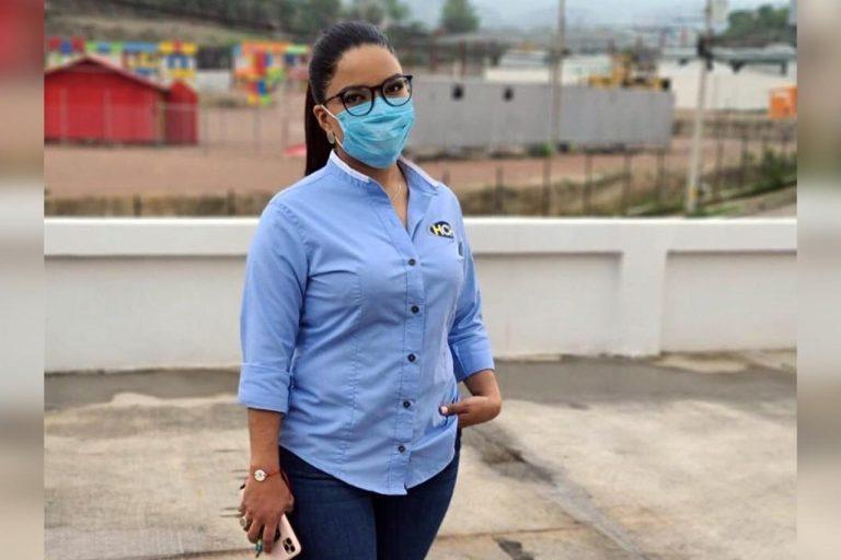 Ariela Cáceres desata la controversia con publicación dedicada a las feministas