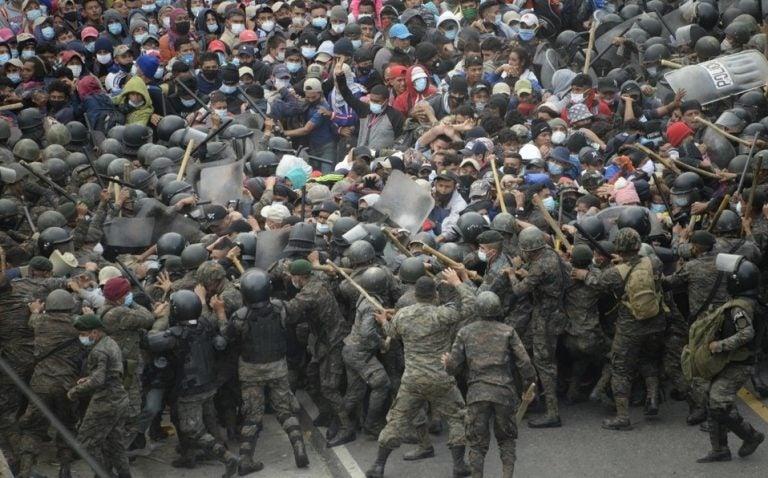 Gobiernos de Honduras y Guatemala en pugna ante histórica caravana