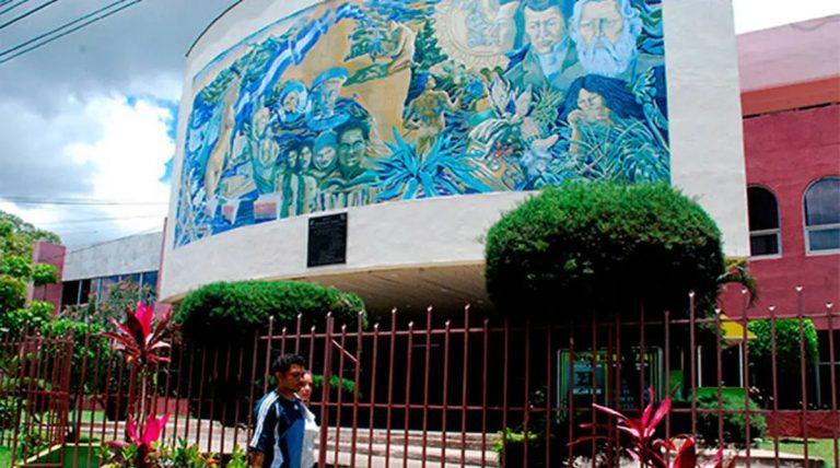 Pese a crisis en el PANI, aprueban aumento salarial a ocho funcionarios