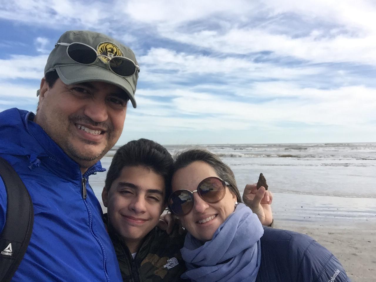 Oscar Sabillón y su familia.