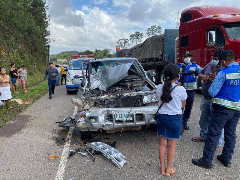 Accidente en Yojoa: joven se quebranta al ver que llevaban herida a su madre en una ambulancia