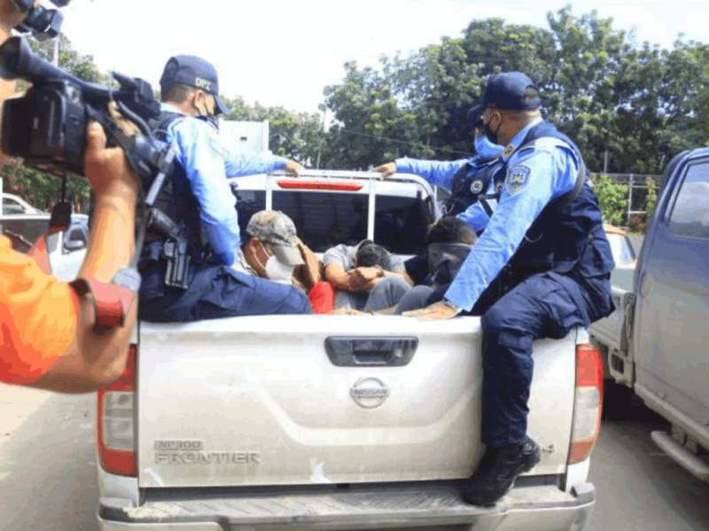 Polícias acusados de matar a hombre en cofradia