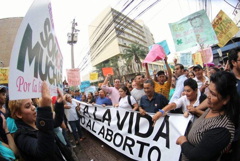 Pastor hondureño en contra: La minoría no puede decidir aprobar el aborto