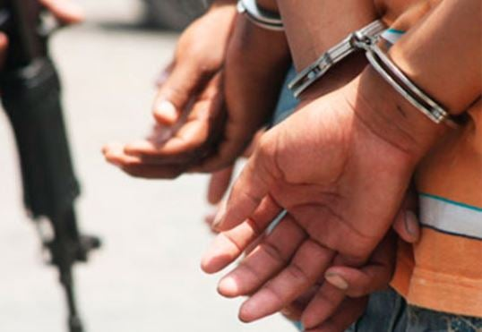 capturan tres personas Santa Cruz