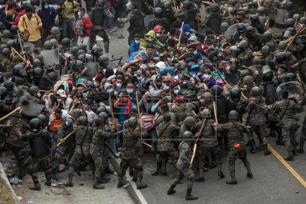 Caravana hondureños policías