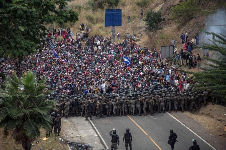 """Docente sobre caravana: """"No es gente pobre, sino sin futuro; van mis estudiantes"""""""
