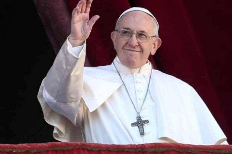 El Papa Francisco recibe primera dosis de la vacuna contra el COVID-19