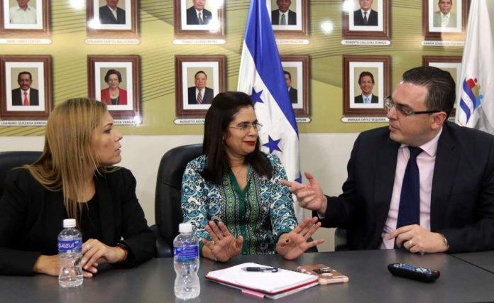 Ana Hall retoma presidencia CNE