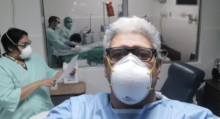 Doctor Hugo Fiallos detalla todos los exámenes que recibe, al día, una persona en UCI