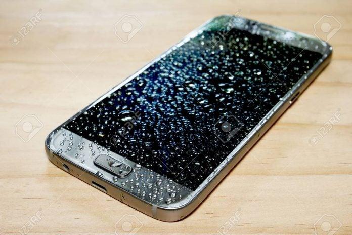 arreglar celular mojado agua