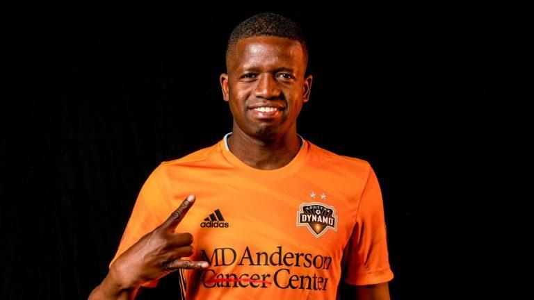 Oficial: Boniek García seguirá un año más con Houston Dynamo