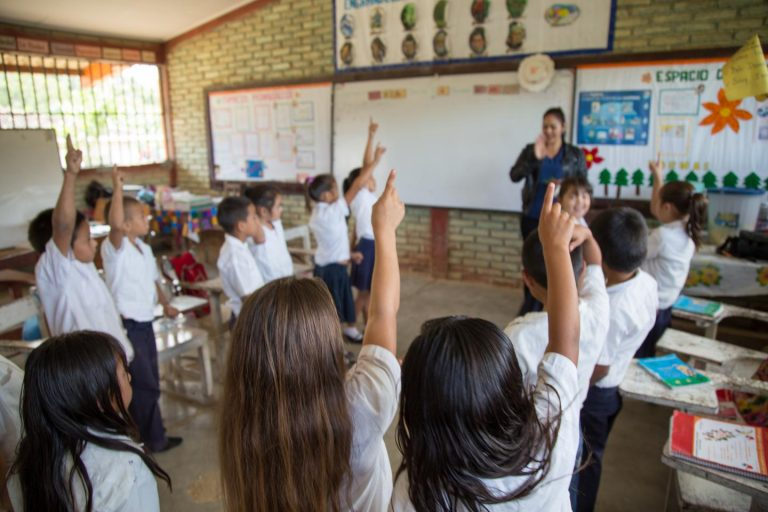 Honduras: más de un millón de niños quedan fuera del sistema educativo cada año